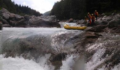 Eddyline - whitewater rafting at its best