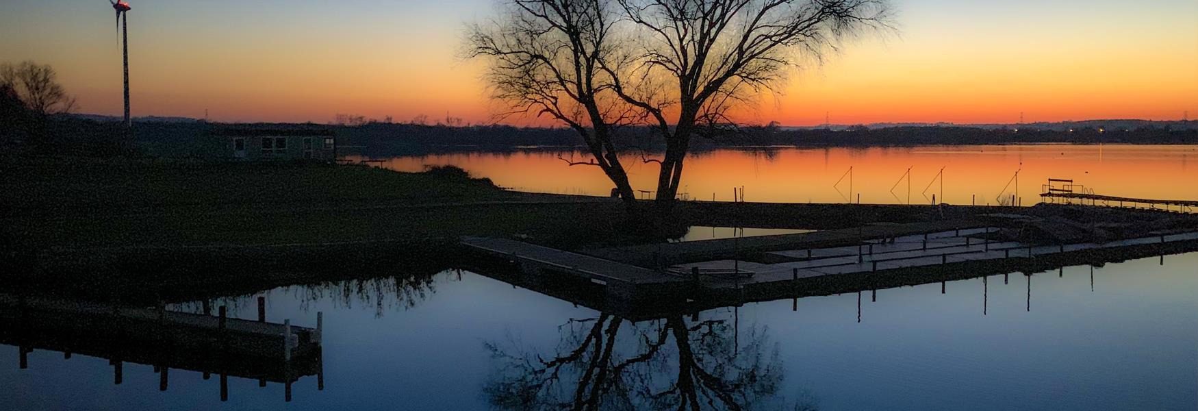 Stewartby Lake, Bedford. Photo by Robert Hill