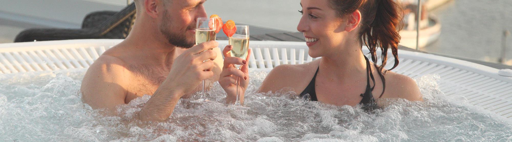 Nyt utsikten mens du varmer deg i vårt herlige utvendige boblebad!