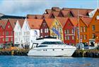 Båten til kai ved Bryggen i Bergen