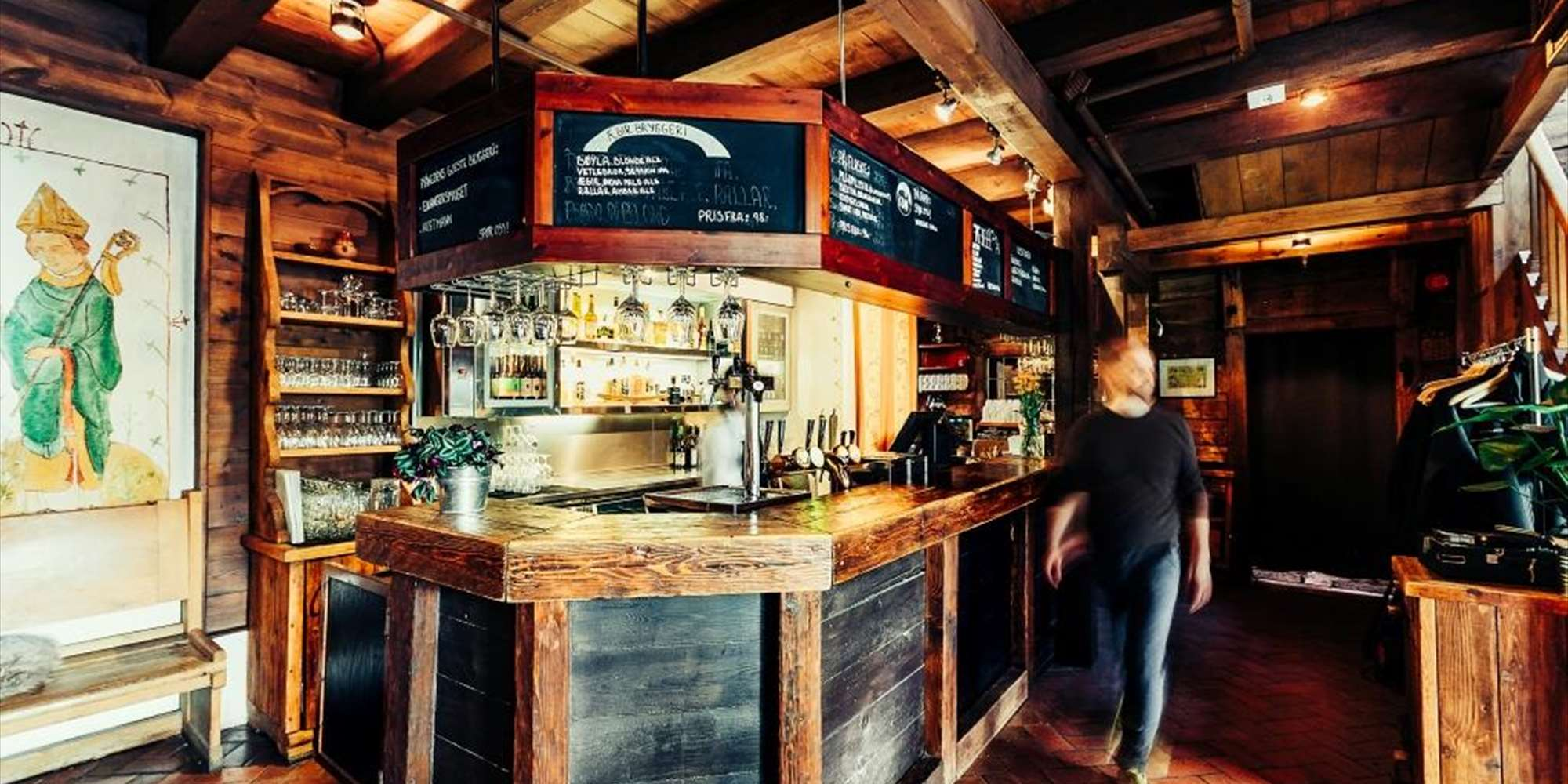 The bar at Bryggen Tracteursted