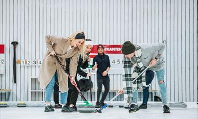 Curling at Vestkanten shopping mall in Bergen