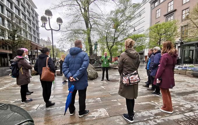 Guided city walk through Bergen