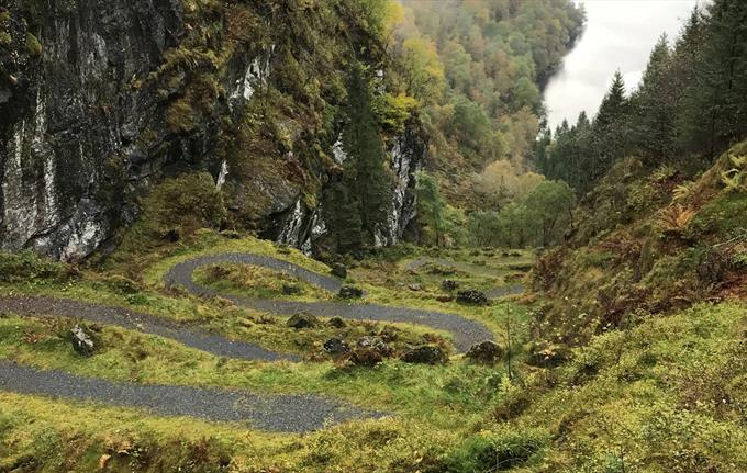 The hairpin bends at Kossdalen