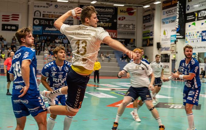 Birk Inselseth i aksjon for Bergen Håndball