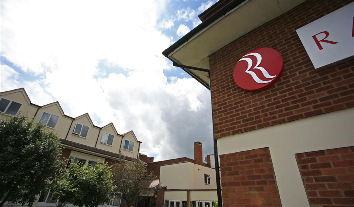 Ramada Warwick - exterior