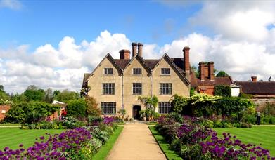 Packwood House (National Trust)