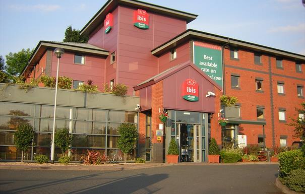 Ibis Birmingham Bordesley - entrance