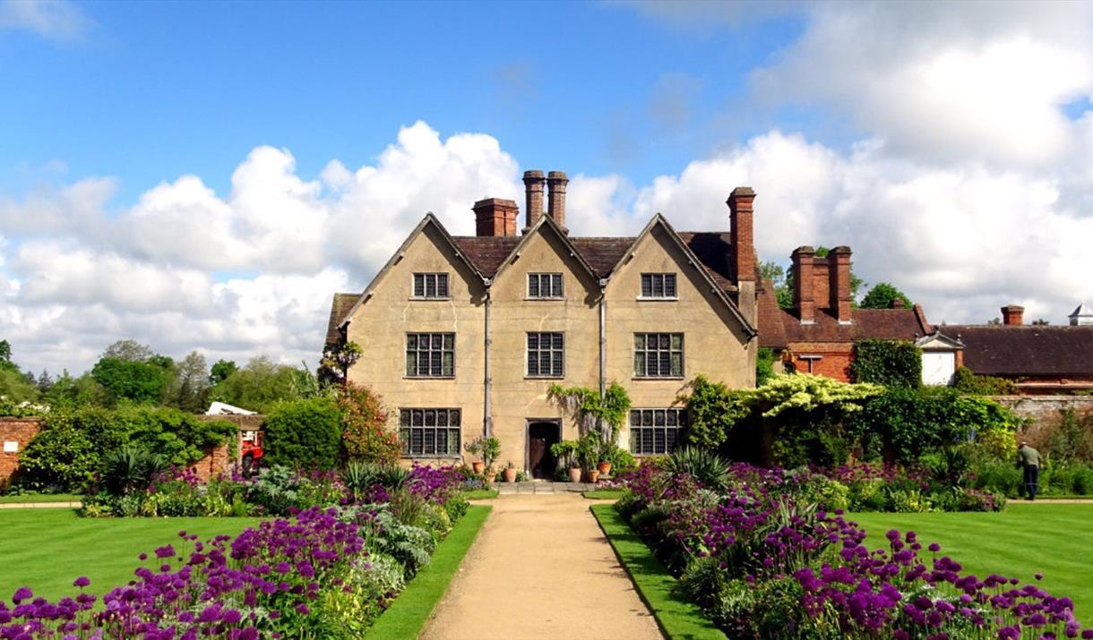 Packwood House (National Trust)