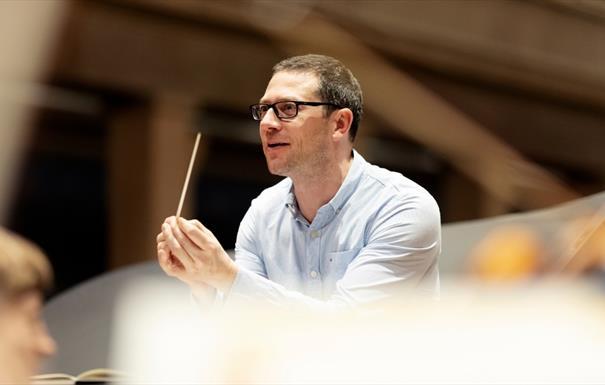 John Wilson conducts Rachmaninoff