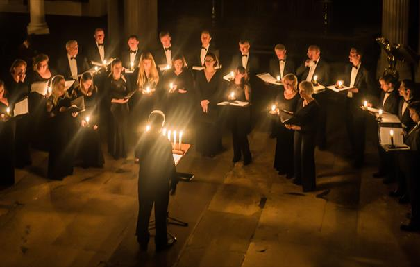 A photograph of Ex Cathedra performing by candlelight