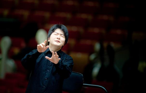 Kazuki Yamada conducts, he holds his hands up to his face, with his eyes closed - he is clearly full of emotion.