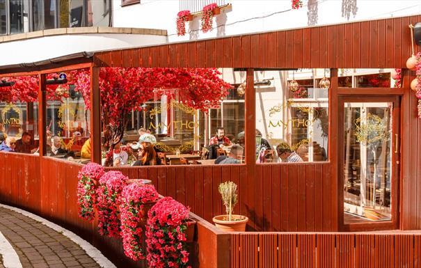 Mythos floral exterior
