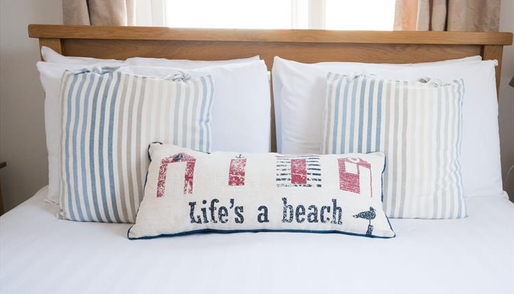 Bedspread with life's a beach breakfast pillow