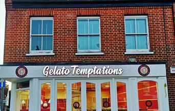 A photo of the Gelato Temptations restaurant outside.
