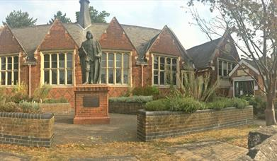 A photo of the outside building of Braintree Museum.
