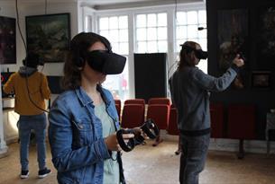 GOVR café - visitors inside virtual room