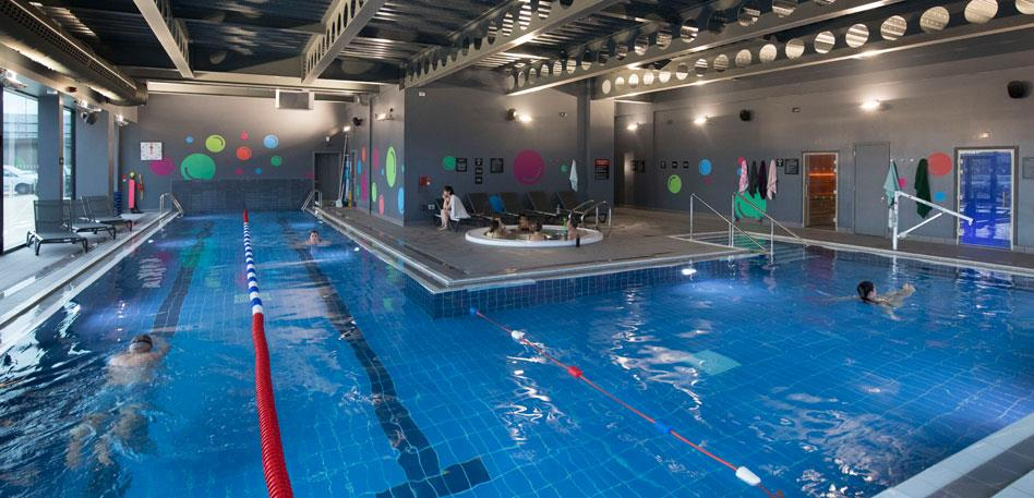 Hotels with swimming pools in Bristol: Village Hotel Club