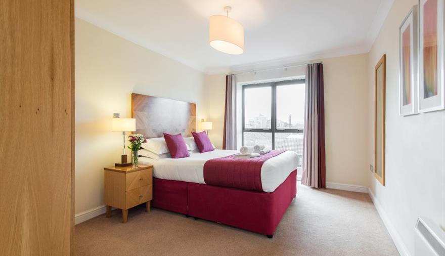 Premier Suites Bristol Redcliffe bedroom