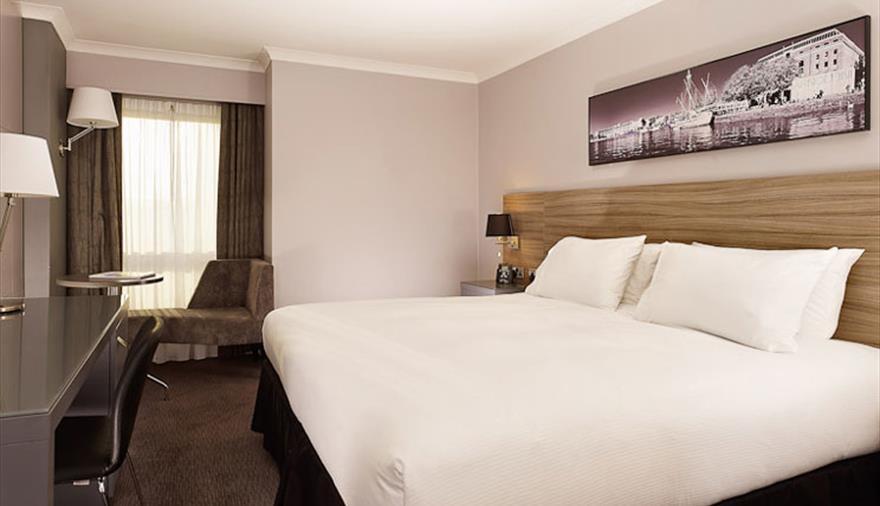 DoubleTree by Hilton Bristol City Centre Bedroom