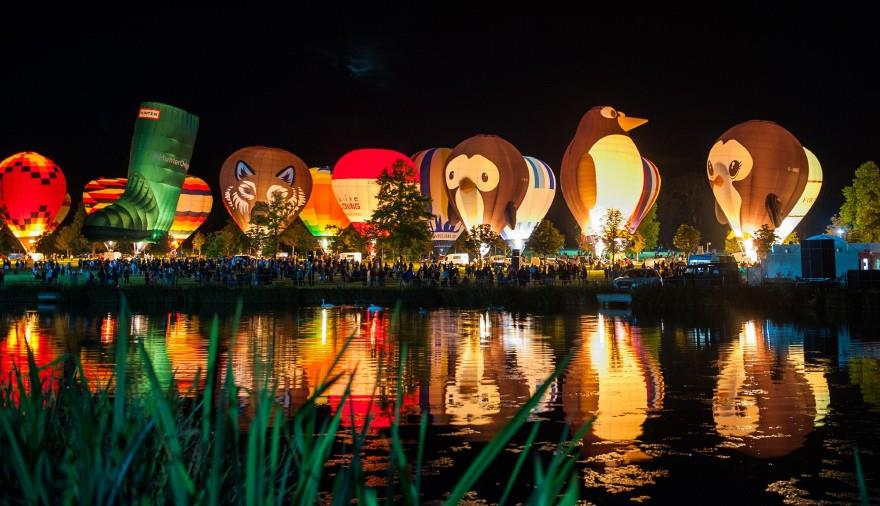 Drive-In Night Glow at Longleat. Credit Exclusive Ballooning