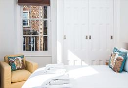 Your Stay Bristol - Beaufort House bed