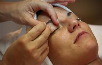 Lady having her eyebrows waxed