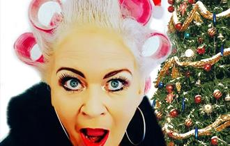 Desperate Scousewives 2 - Pullin' a Christmas Cracker!