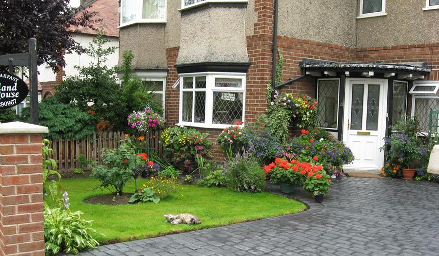 Rowland House situated in a quiet location, close to Chester city centre