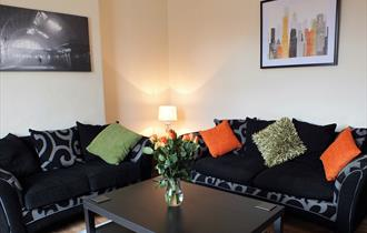 Lounge area at SG Serviced Accommodation - 9 Hungerford Road