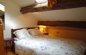 The Shippon gallery bedroom - Acorn Cottages