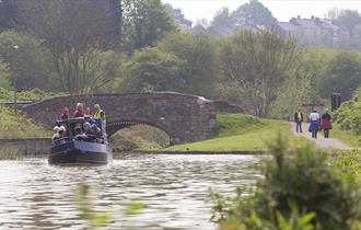 Cruising on Chesterfield Canal