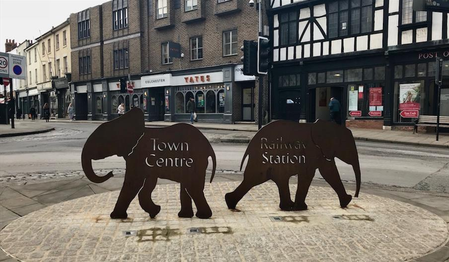 """Fixing the Link elephant Signage on the HIgh Street: """"Town Centre"""" and """"Railway Station"""""""