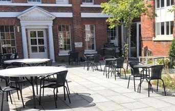 Disce & Slice cafe terrace
