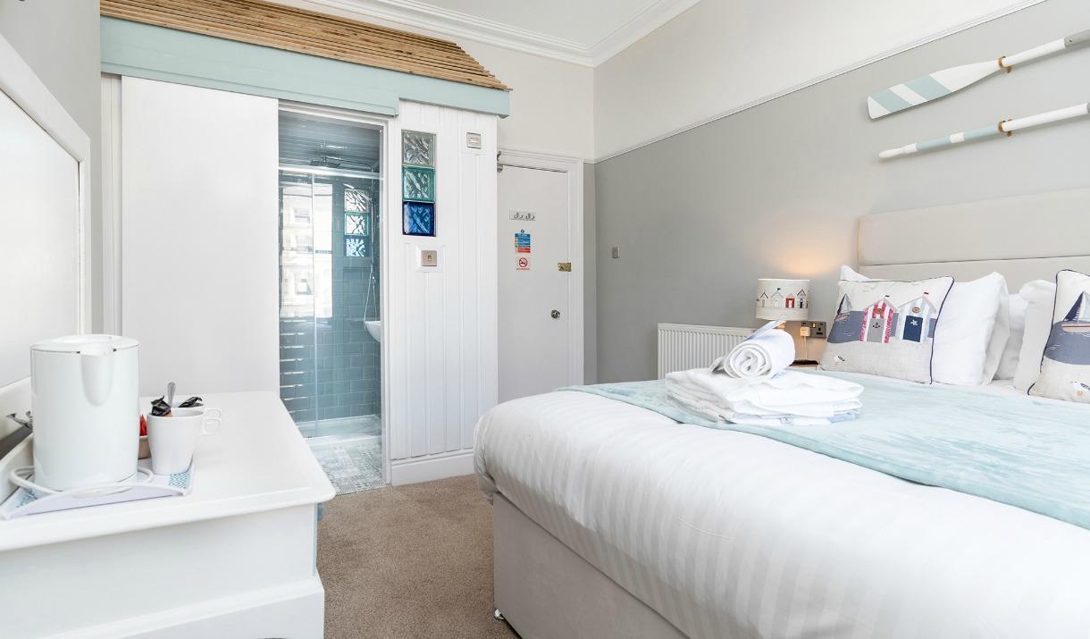 Seaside themed double bedroom, Beachside Guesthouse