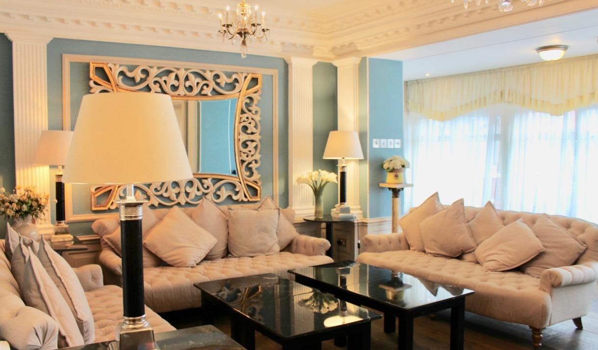 Lounge area, Empire Hotel
