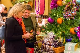 Some thoughts for Christmas - things to do and gorgeous gifts to buy in the Cotswolds this year.