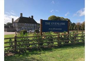 The Evenlode Pub & Rooms