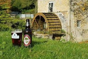 Pint of Donnington Ale