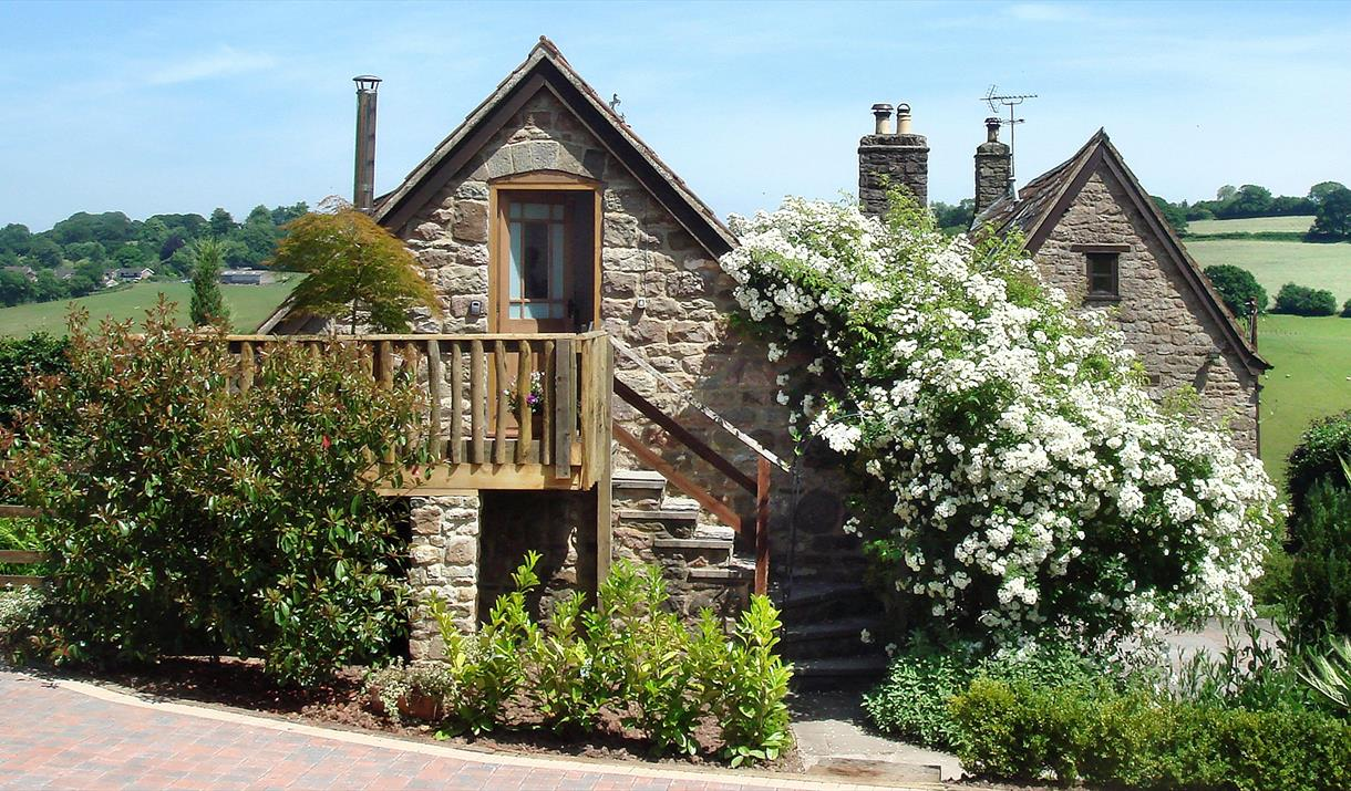 Brambles - Luxury Romantic Bolthole for Two with Hot Tub