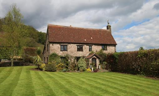The Manor - Luxury Holiday Cottage with Hot Tub