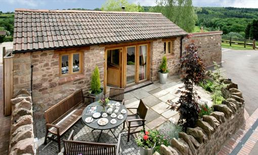 Meadow Byre - Luxury Cottage with Hot Tub