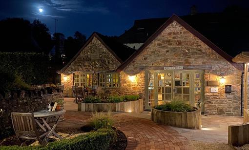 Tudor Farmhouse Cottage Garden