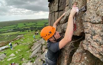 Mountain Training - Rock Skills Learn to Lead Trad