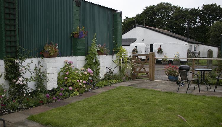 broad close apartment garden