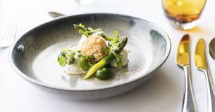 Highbullen asparagus dish
