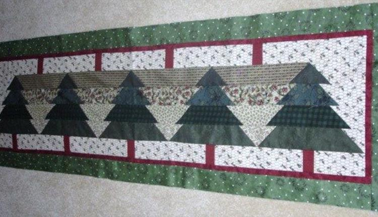 Christmas Table Runner & Mats