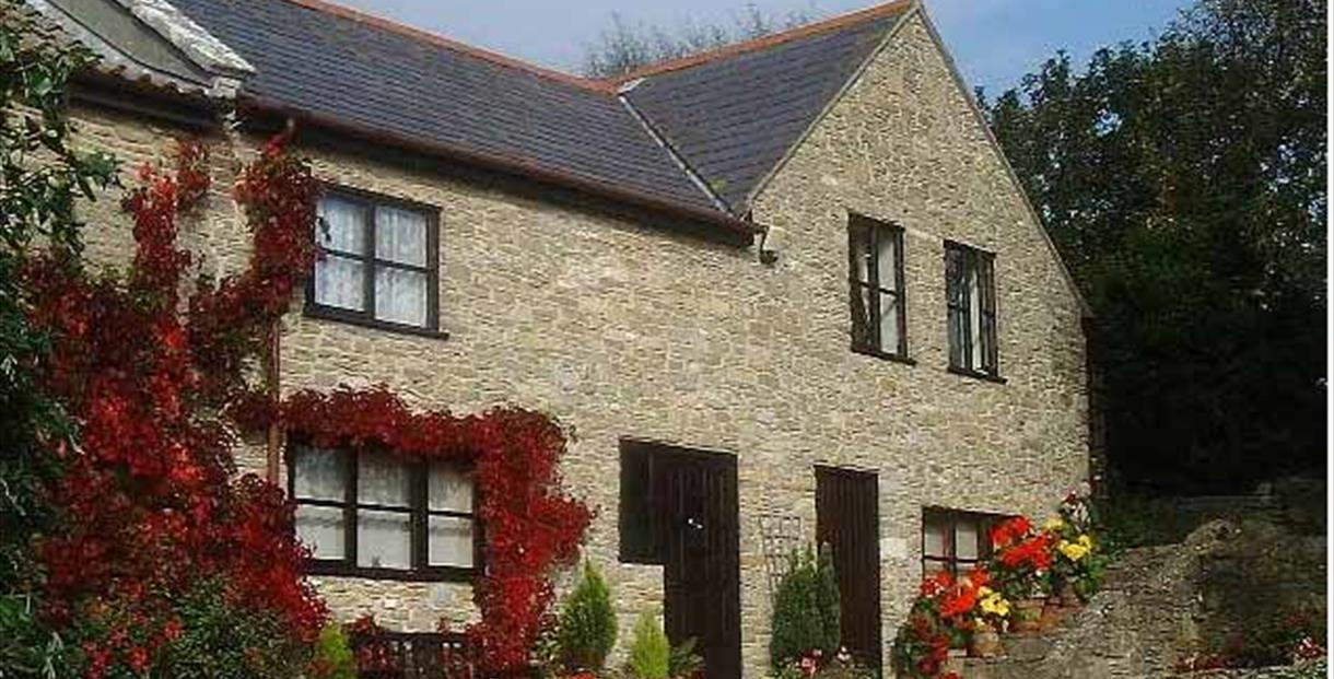 Stonebank Annexe, quiet situation in village with patio, garden and parking.Sleeps 4.One pet welcome.Near the  Jurassic Coast.Open all year.
