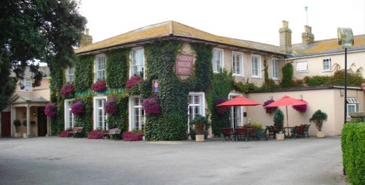 3 star country house hotel 300yds from harbour and coast.