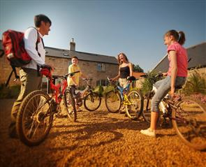 Accommodation family on bikes in Durham